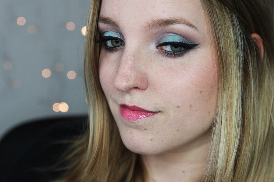 80's blue spotlight look