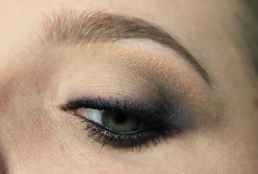grey smokey eye look